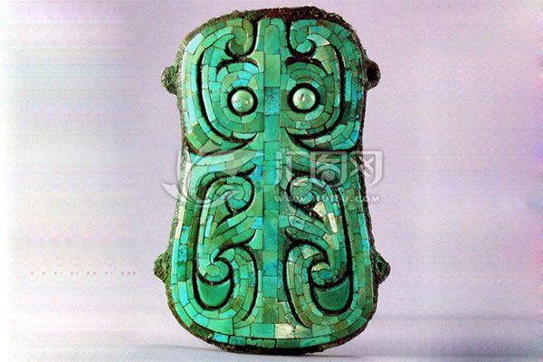 镶嵌有绿松石的兽面纹青铜牌饰