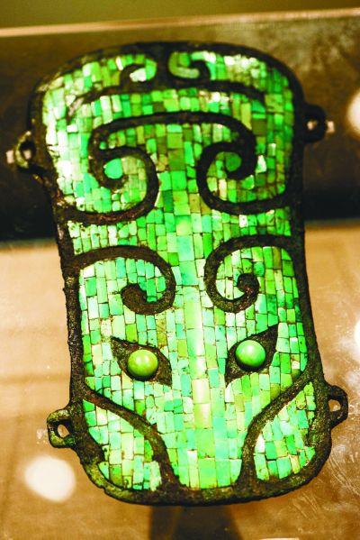 镶嵌绿松石铜牌饰