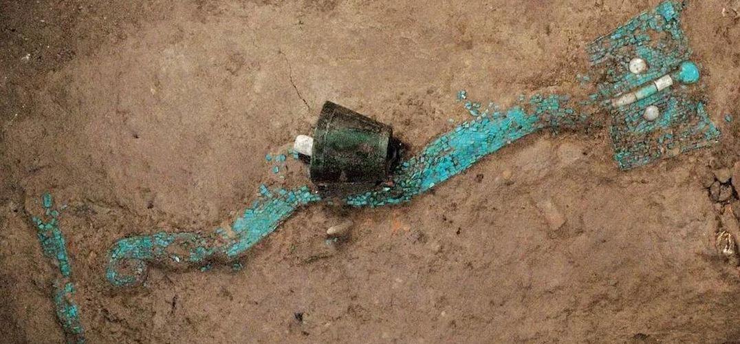 绿松石龙形器堪称国宝