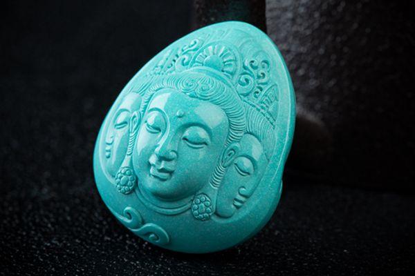 绿松石具有驱邪避凶、聚气旺财的风水作用