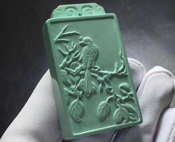 雕刻有花鸟图案的绿松石无事牌