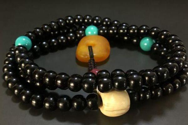 绿松石与黑色手串搭配