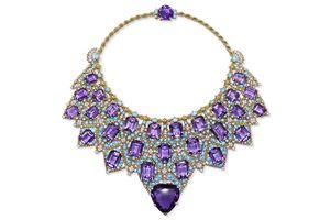 故宫博物院展出温莎公爵夫人的绿松石项链
