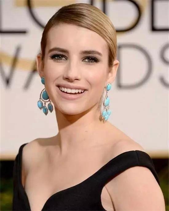 Emma Roberts的绿松石耳坠