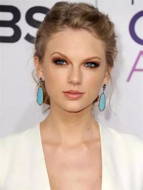 Taylor Swift佩戴的绿松石耳环