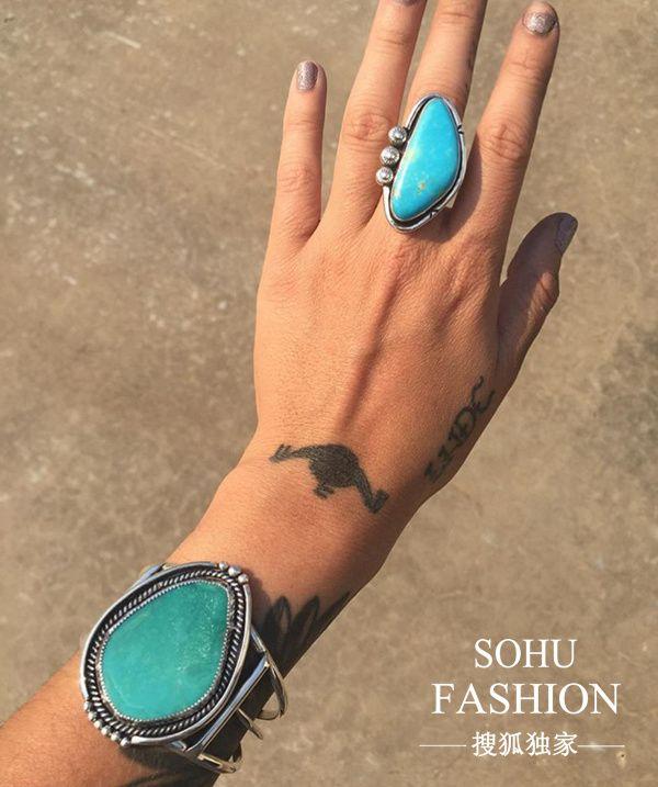 绿松石手环和绿松石戒指