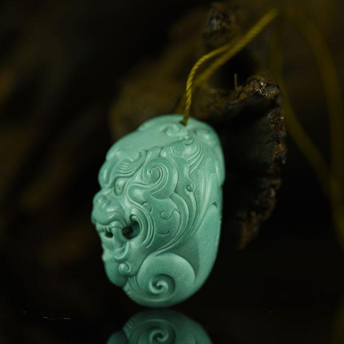 天然绿松石神兽吊坠